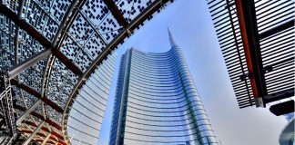 La sede di Unicredit in piazza Gae Aulenti
